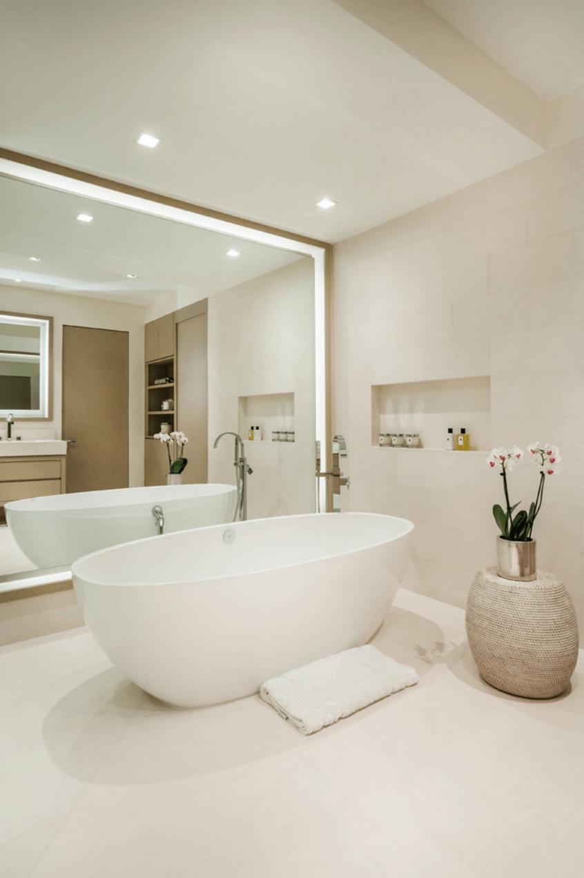 Оригинальный дизайн зеркала в интерьере ванной комнаты - Фото 4