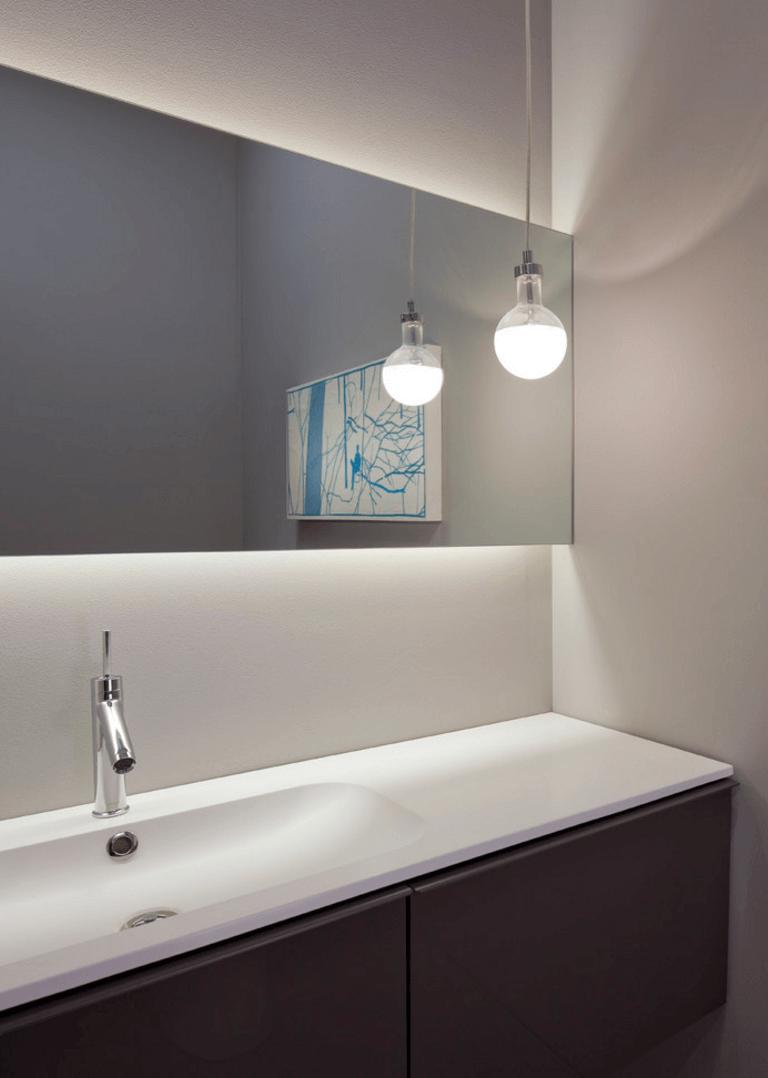 Оригинальный дизайн зеркала в интерьере ванной комнаты - Фото 14