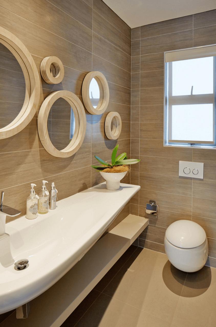 Оригинальный дизайн зеркала в интерьере ванной комнаты - Фото 16
