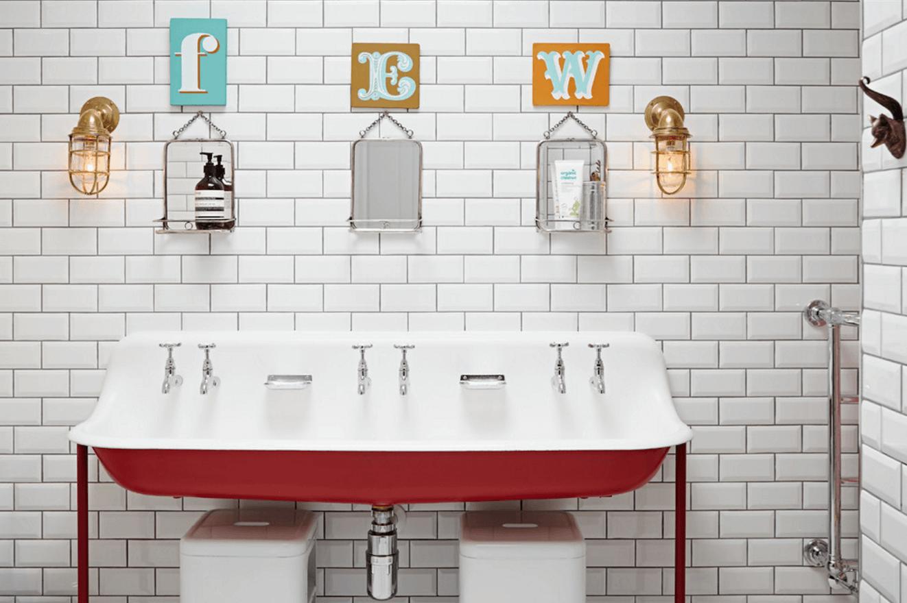 Оригинальный дизайн зеркала в интерьере ванной комнаты - Фото 17