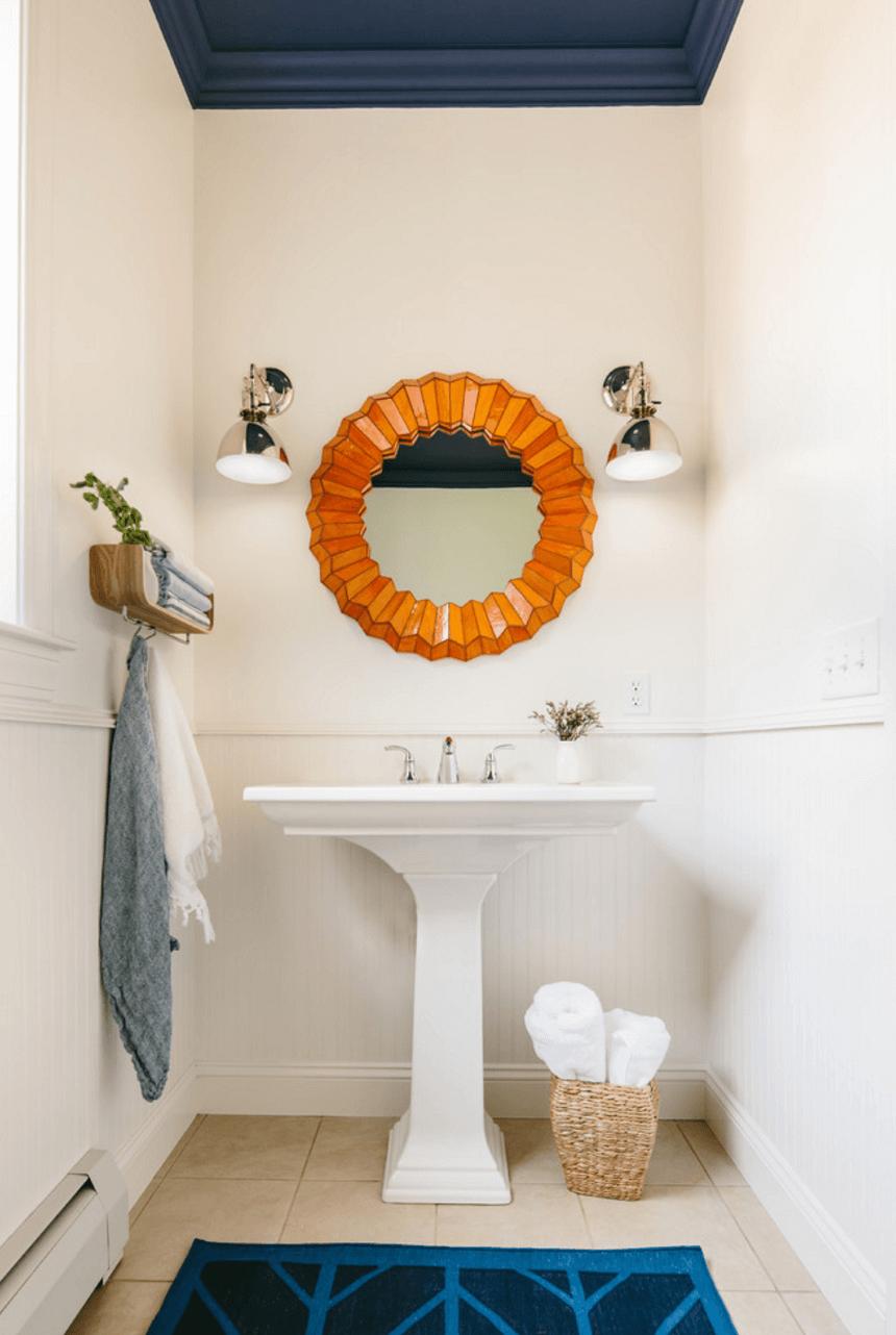 Оригинальный дизайн зеркала в интерьере ванной комнаты - Фото 21