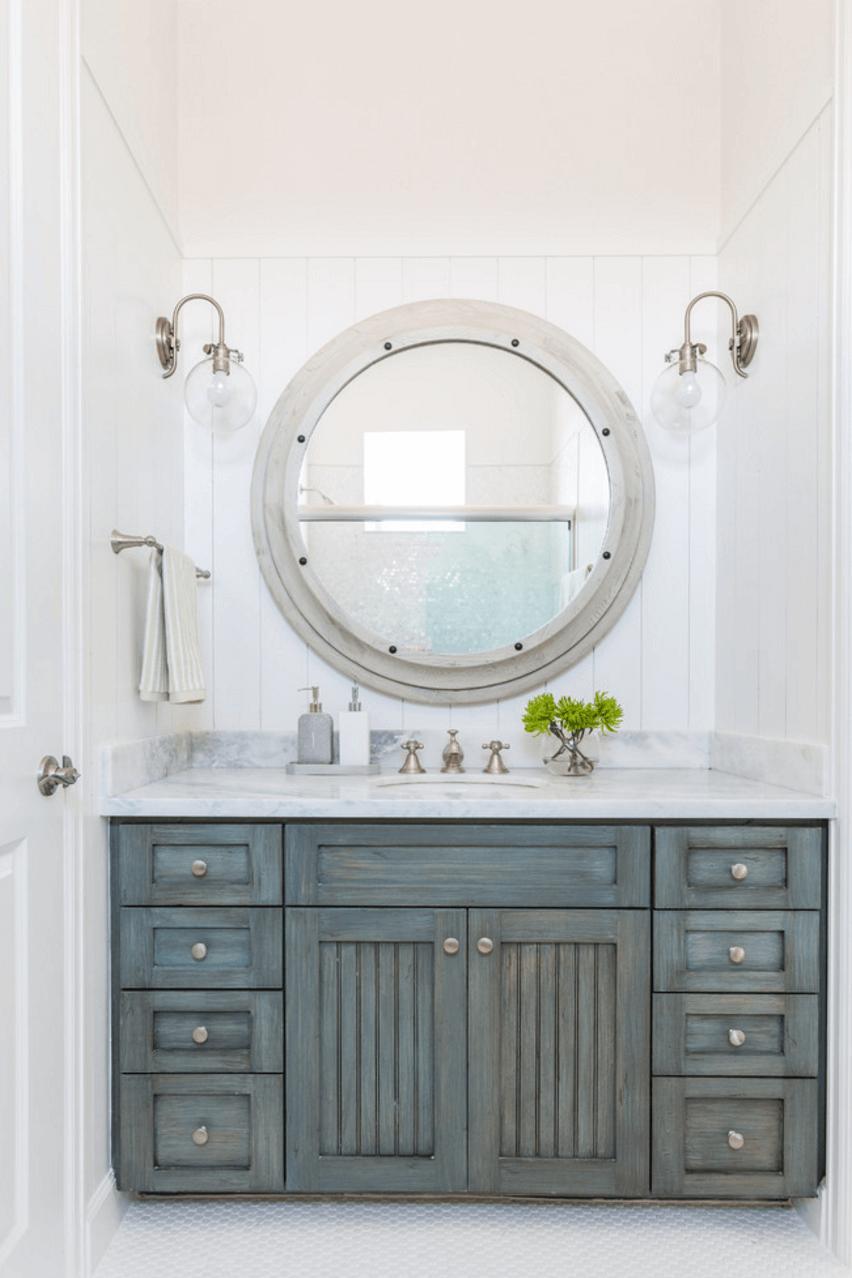 Оригинальный дизайн зеркала в интерьере ванной комнаты - Фото 27