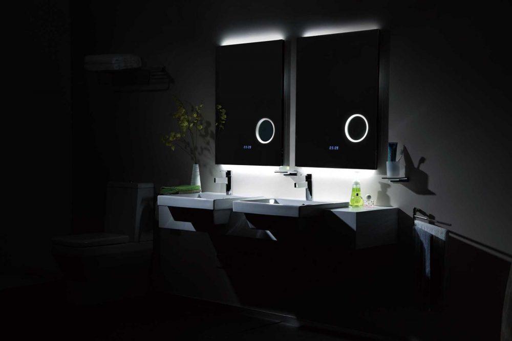 Часы на сенсорной панели - идеальный вариант для любителей проводить много времени в ванной