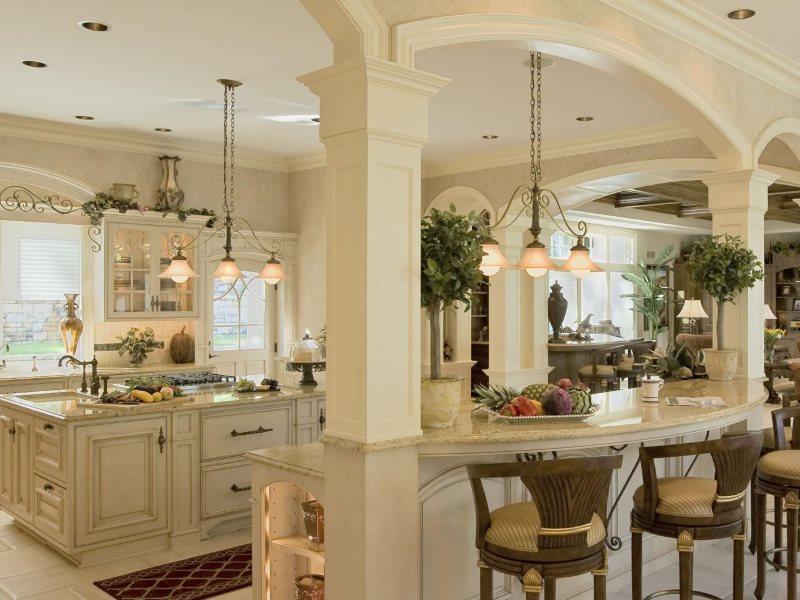Арки и столбы в интерьере просторной кухни