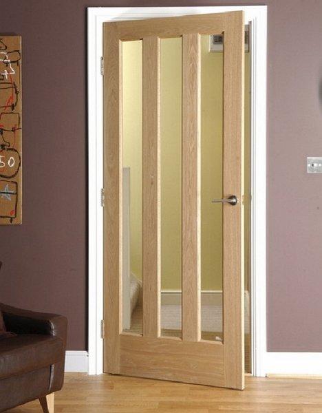Фото межкомнатной двери из массива со стеклом, oknadveri.ru